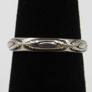 Vintage Size 5.5 Sterling Unique Floral Band Ring
